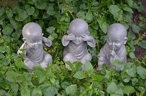 Shaolin monniken horen/zien/zwijgen - hoogte 15 cm - grijs