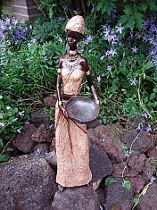 Beeld vrouw met mand - Afrikaans - 39 cm